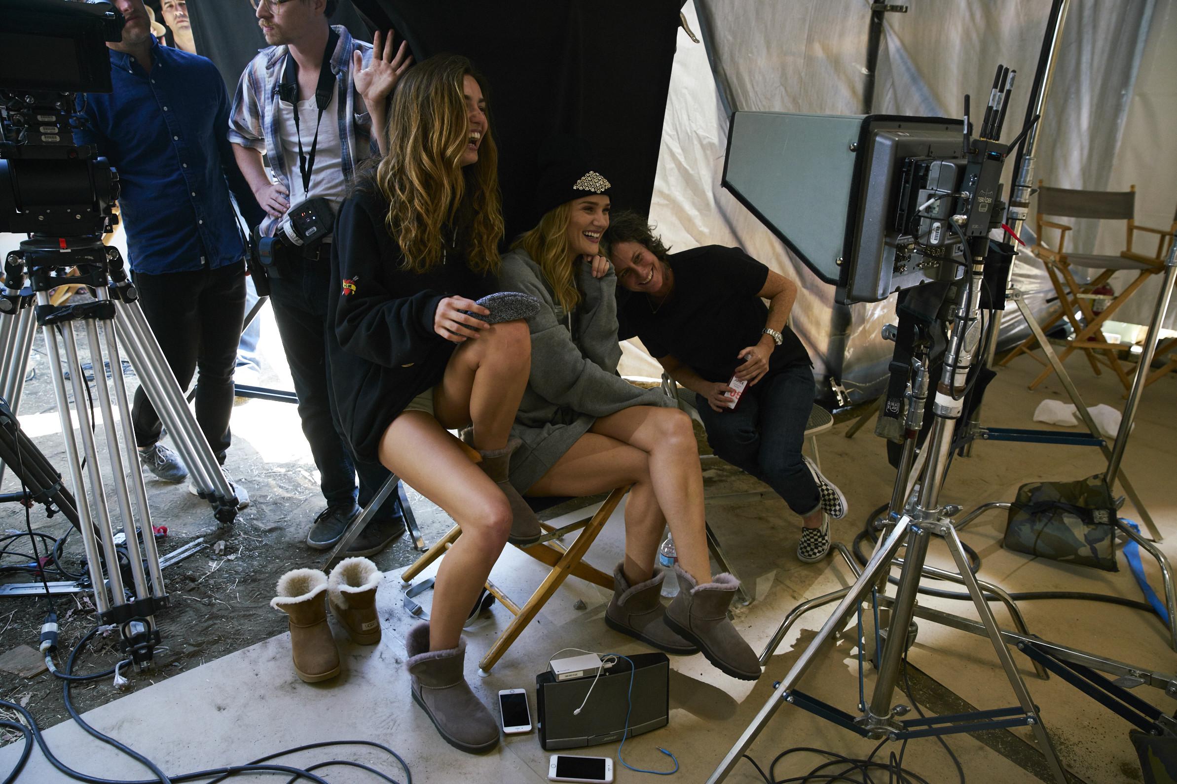 Foto de Las botas UGG se reinventan para lucir los pies más calentitos con mucho estilo y copiando a las 'it girls' (13/19)