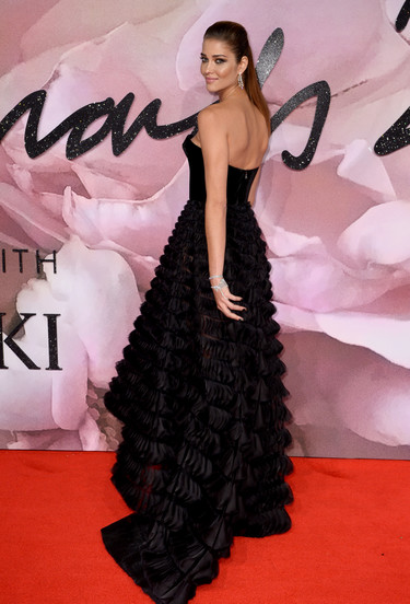 El color negro, el rey indiscutible de los British Fashion Awards 2016