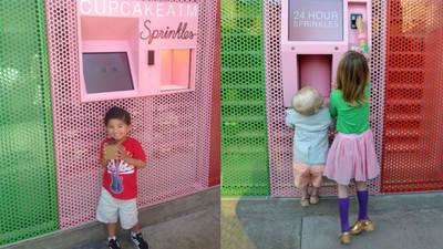 Si pasas por el cajero automático, ¡sácame dos cupcakes por favor!
