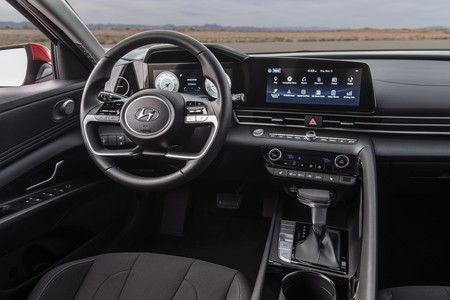 Hyundai Elantra 2020 008