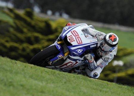 MotoGP Portugal 2010: Alberto Moncayo, Gabor Talmacsi y Jorge Lorenzo surcan el mar de Estoril