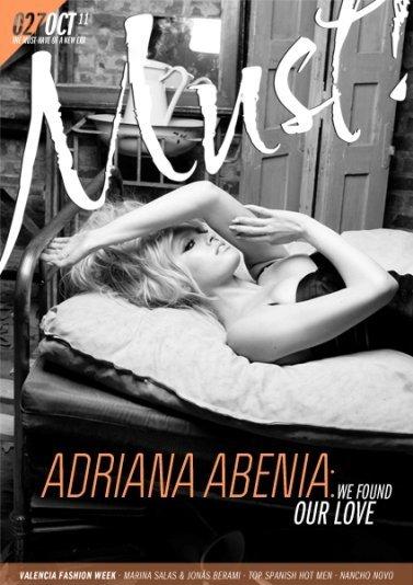 Adriana Abenia, de profesión calienta-portadas masculinas