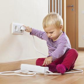Niños y electricidad: los peligros que a veces no vemos