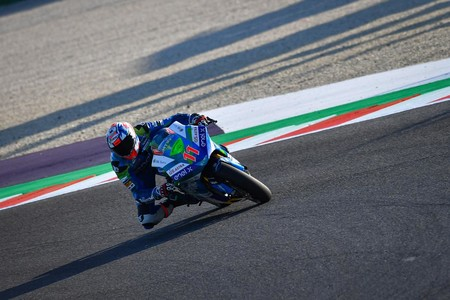 Matteo Ferrari gana una caótica y accidentada carrera de MotoE en Misano