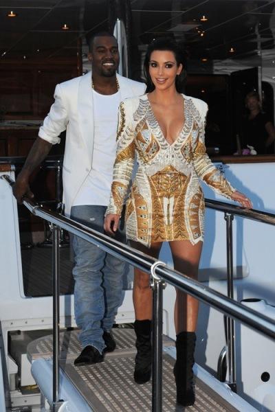 Kim Kardashian quema la visa en el cumpleaños de su churri
