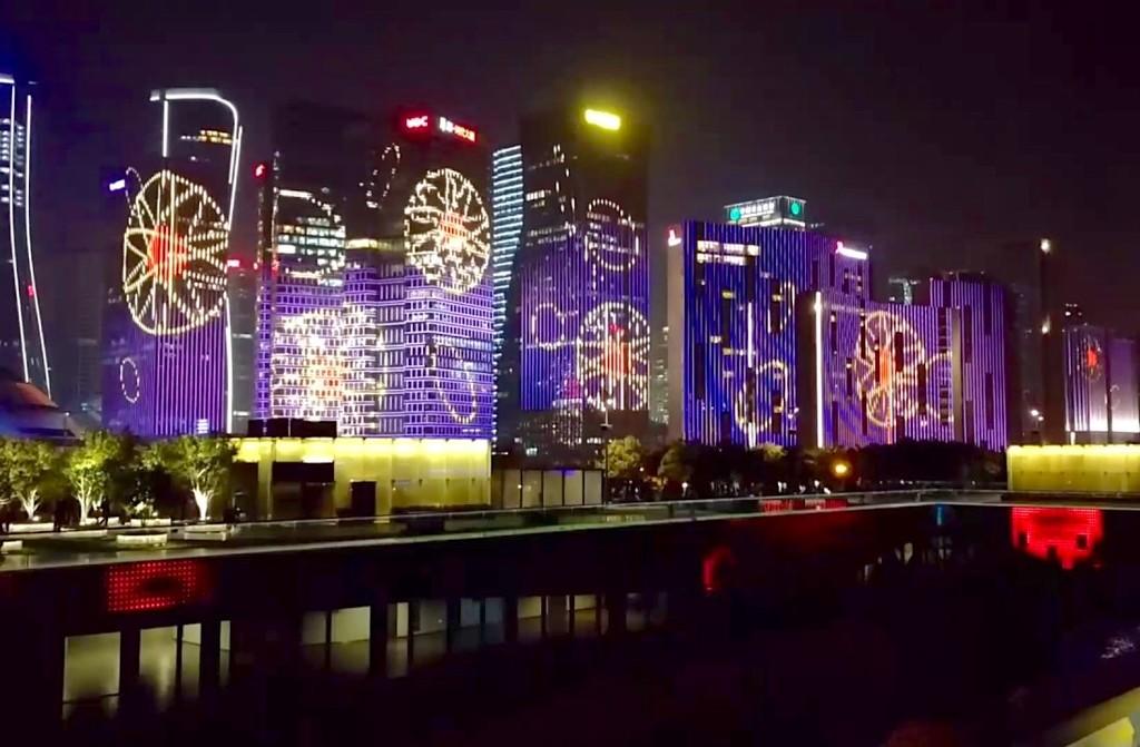 700.000 LEDs y más de 30 edificios iluminados: así se logra el impresionante espectáculo nocturno de Hangzhou