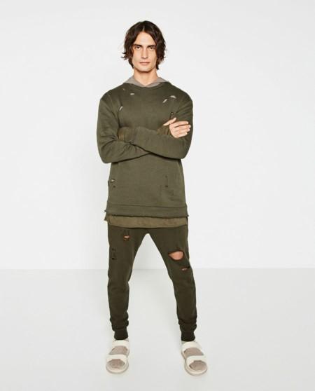 Aunque no lo parezca, no es ropa del contenedor: saca al homeless que llevas dentro con la nueva propuesta de Zara