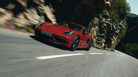 Los Porsche 718 Cayman y Boxster GTS 4.0 se pasan al seis cilindros atmosférico de 400 CV, desde 94.580 euros