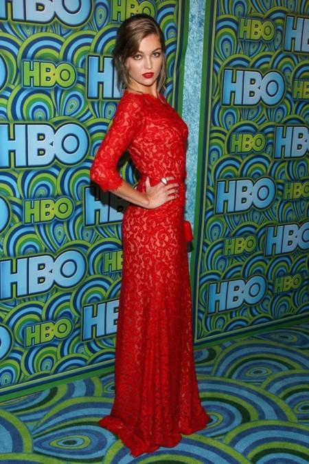emmy-hbo-vestido-rojo