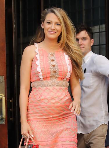 Blake Lively se pasea por Nueva York luciendo barriguita ¡y nos deja otro look de 10!