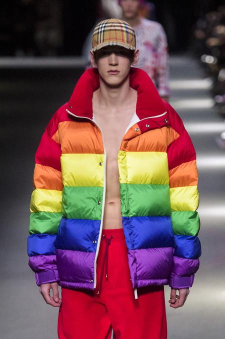 Clonados y pillados: Primark se inspira en el plumón LGBT de Burberry (pero por muchísimo menos)