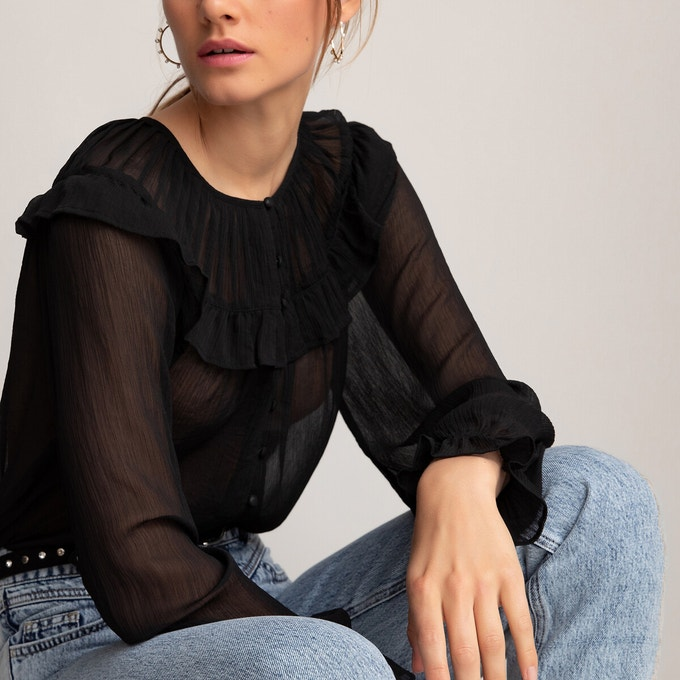 Blusa negra con transparencias