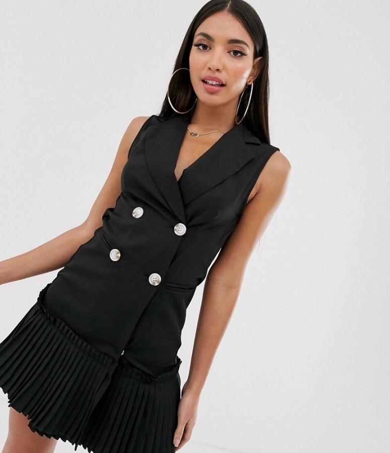 Vestido estilo americana sin mangas negro con bajo plisado