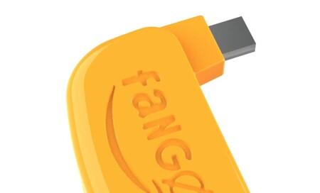 Así es FANGØ, un cargador para móviles que vuelve locos a los algoritmos de recolección de datos y ofrece más privacidad