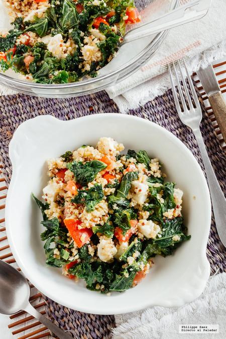 Ensalada de kale, quinoa y mozzarella. Receta vegetariana fácil