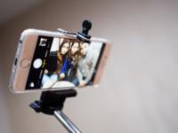 Si llevas palo de selfies no entras: llegan las prohibiciones a festivales, museos y estadios