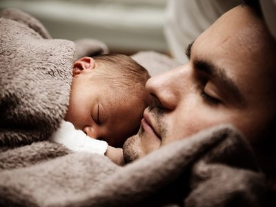 El permiso por paternidad se ampliará a cinco semanas a partir de 2018