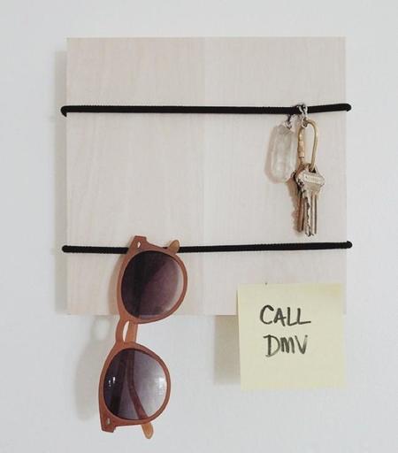 Hazlo tú mismo: un colgador minimalista para tus pequeñas cosas en 5 minutos