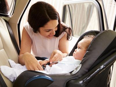 ¿Por qué es peligroso usar una silla de coche infantil de segunda mano?