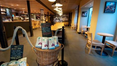 Por fin podrás tomar algo en los Starbucks de Reino Unido mientras le das el pecho a tu bebé