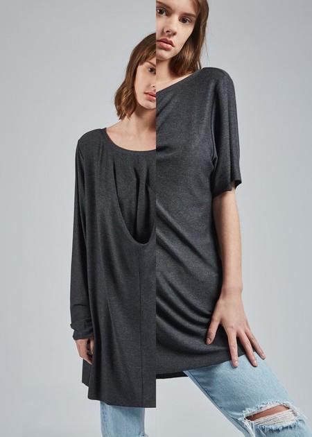 Esta camiseta de manga corta de la marca Uztzu se convierte en una de manga larga (y otras opciones más)