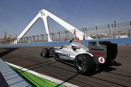 Nick Fry admite que Mercedes se equivocó al cambiar la situación de los escapes
