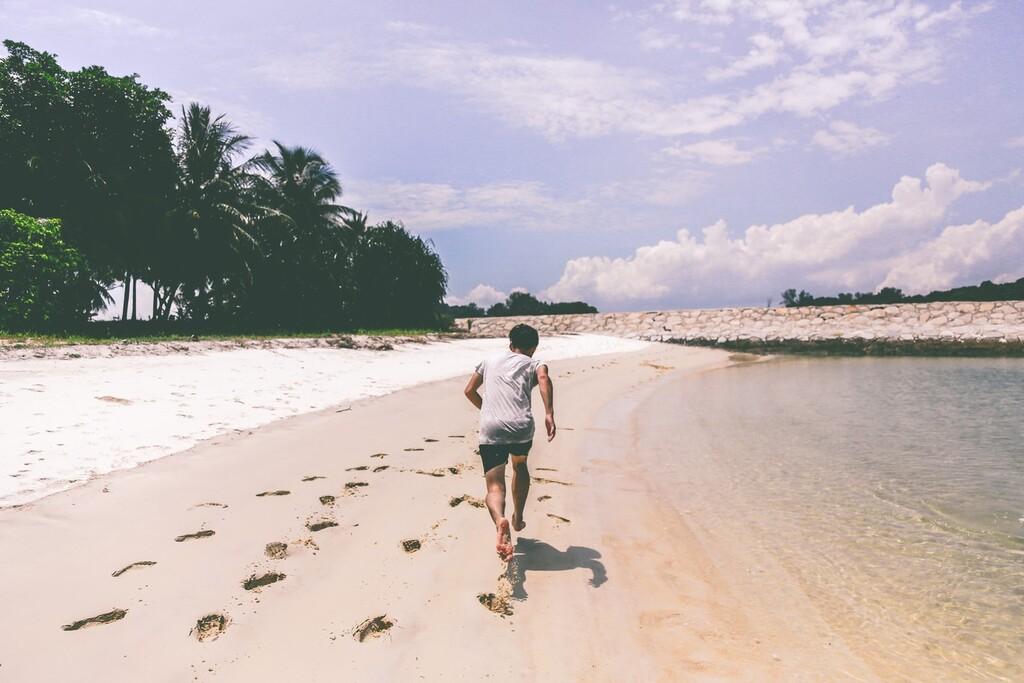 Una rutina de entrenamiento en 20 minutos que puedes hacer en la playa