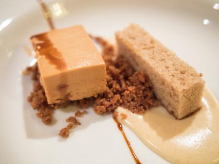 Mousse chocolate blanco caramelizado