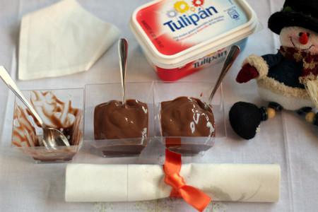 Vasitos rellenos de chocolate cremoso. Receta con margarina Tulipán