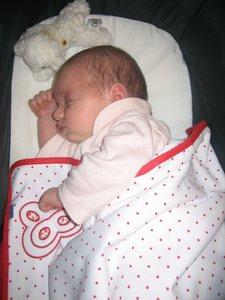 Bebés que regurgitan: mejor dormir de lado