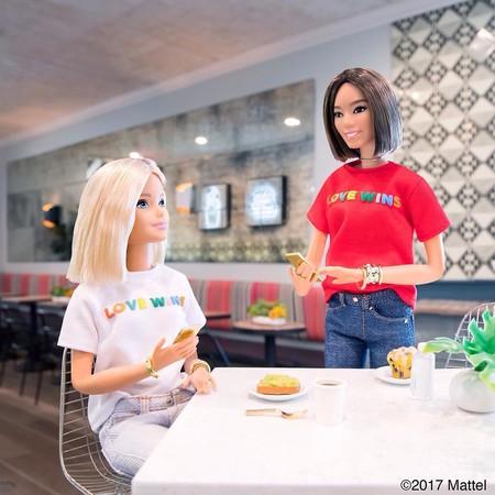 Las niñas de hoy en día no sueñan con ser princesas, sueñan con ser influencers y tener su propia Barbie (como Song of Style)