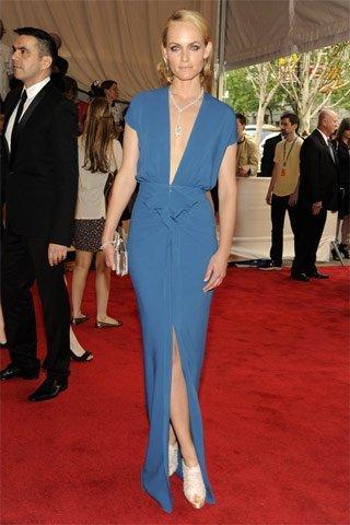 Vota y decide qué modelo lleva el mejor look de la gala MET Costume Institute 2010