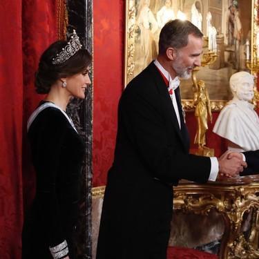 Doña Letizia impacta con las joyas que ha lucido en la cena de gala en honor al presidente chino y su esposa