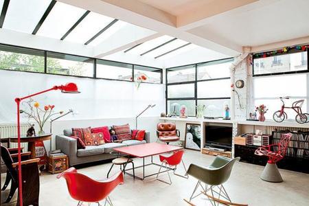Un ecléctico y pequeñísimo 'loft' en París, lleno de color y toques 'vintage'