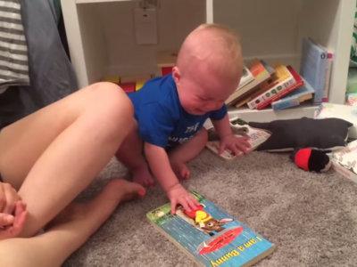 El bebé que llora (mucho) cada vez que su cuento favorito se acaba