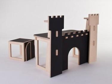 Un escritorio infantil con forma de castillo