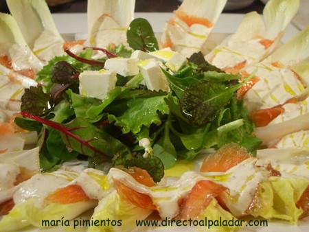 Receta de ensalada de endivias y hojas verdes con salmón marinado y quesos