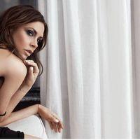 Tenemos las imágenes de la nueva colección de Victoria Beckham para Estée Lauder ¡y nos encanta!