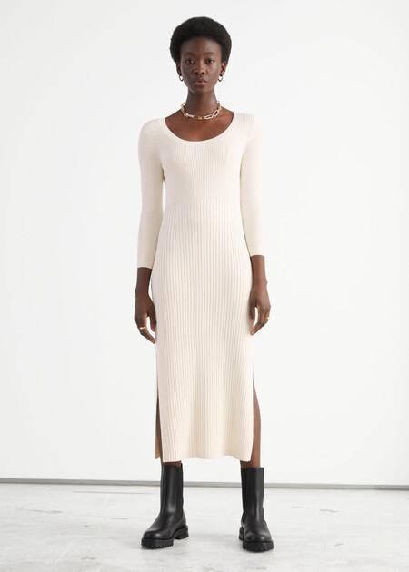 App005prodhttps://www.stories.com/en_eur/clothing/dresses/midi-dresses/product.ribbed-side-slit-midi-knit-dress-white.0954738001.html