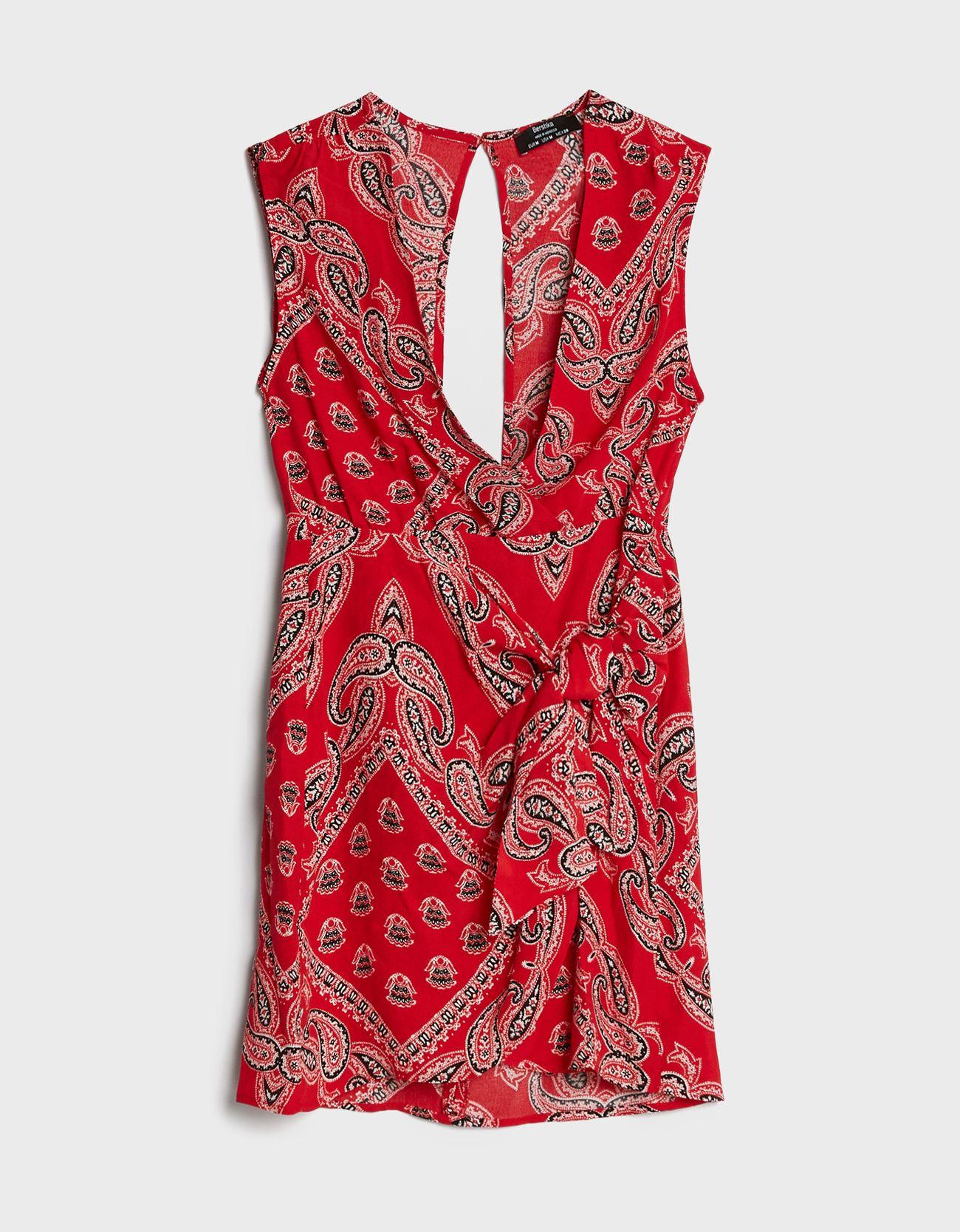 Vestido cruzado y estampado de color rojo.