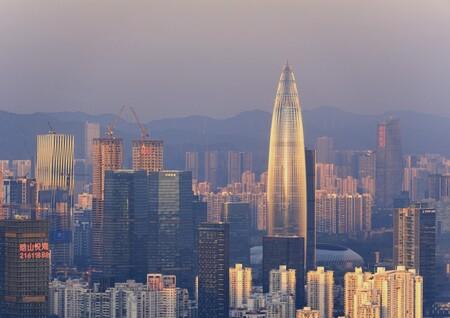 """En Shenzhen han construido un """"aire acondicionado"""" gigantesco: enfría un distrito entero de varios km2 de la ciudad"""