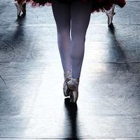 De puntillas como los bailarines, la mejor manera de trabajar los gemelos
