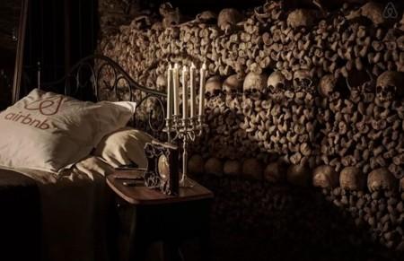 Tu pesadilla hecha realidad: Ya puedes dormir en las Catacumbas de París