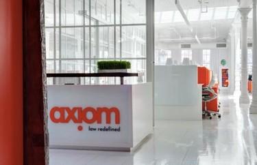 Espacios para trabajar: Axiom Law, un bufete de abogados también puede ser alegre y colorista