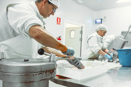 Eran las morcillas más famosas de Burgos, ahora también dan trabajo a quienes más lo necesitan