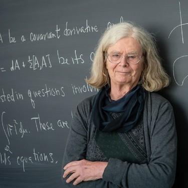 """Karen Uhlenbeck es desde hoy la primera mujer en ganar el que está considerado como el """"premio Nobel"""" de las matemáticas"""