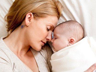 ¿Por qué las madres nos quedamos despiertas hasta muy tarde?