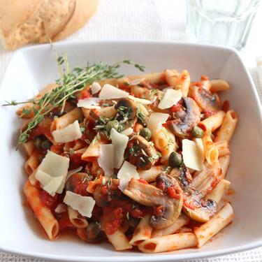 Macarrones con champiñones, pulpa de tomate y alcaparras: receta para una comida socorrida