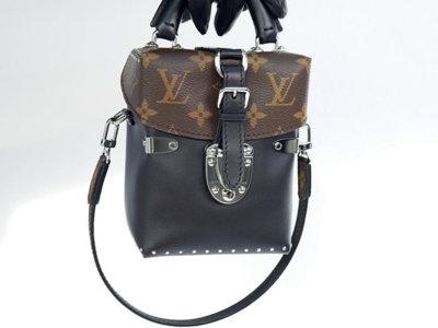 Caméra Box de Louis Vuitton, un bolso inspirado en la funda de las cámaras de fotos retro