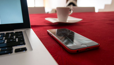 iPhone y MacBook Pro